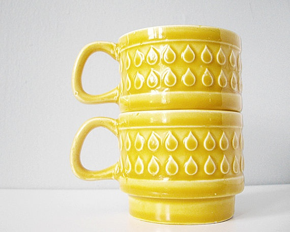 caramel yellow mugs with rain drops (etsy shop the cupcakekid)