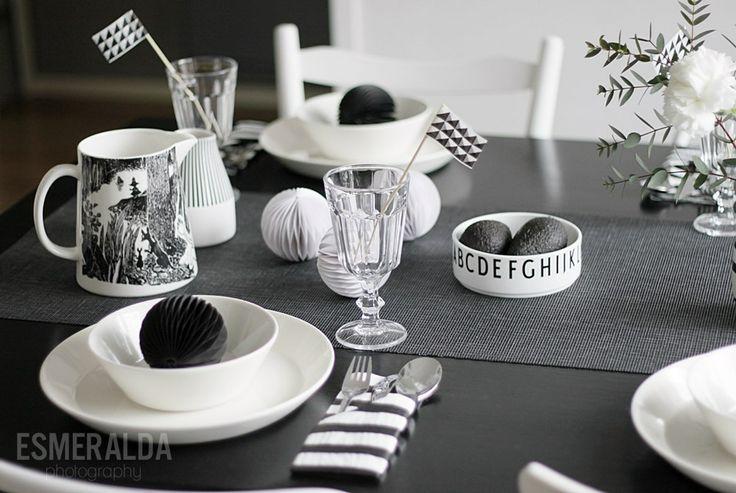 Black and white table setting  - Esmeralda's