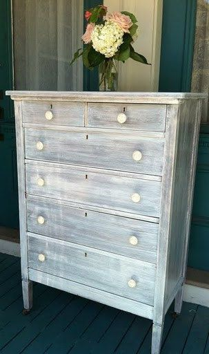 Shabby Chic dresser, i love this white wash/beachy look.. this is what i want to do to my trunk !!