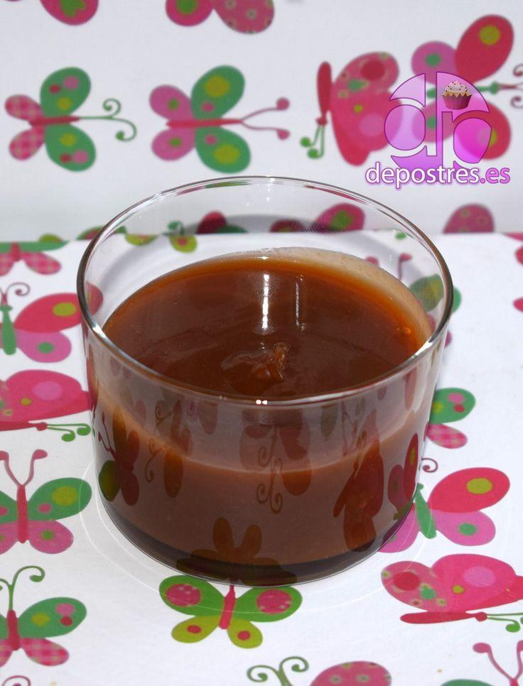 Este salsa esta buenísima y sabe a caramelo de café con leche estilo caramelos werther's. Ideal para preparar postres súper golosos y tartas deliciosas. INGREDIENTES: - 250 gramos de azúcar, - 3 cucharadas de agua, - unas gotas de zumo de limón, - 250 centilitros de nata líquida. Opcional: mantequilla para espesar la salsa toffee (el espesor varía según la cantidad de mantequilla)...