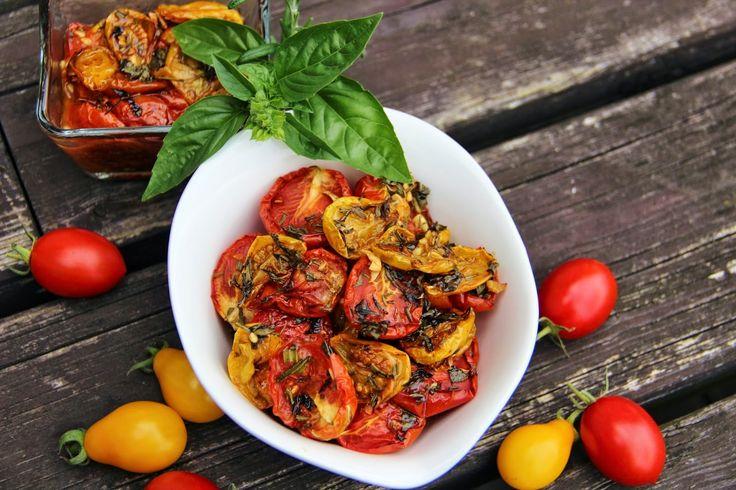 V kuchyni vždy otevřeno ...: Pečená bylinková rajčata ve vlastní šťávě