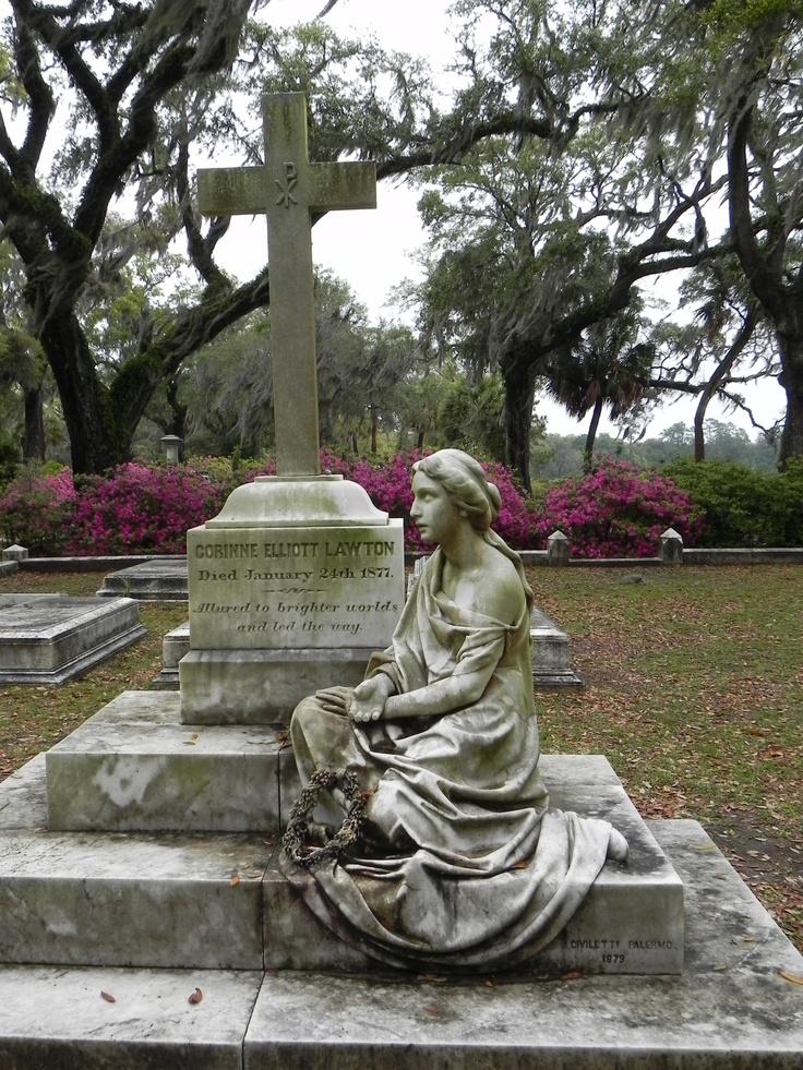 Bonaventure: Travel Savannah Ga, Bonaventure Cemetery, Cemetari Pics, Cemetery Art, Beautiful Bonaventure, Arte Tumular, Cemetari Art, Cemetery Statuari, Cemetary Statues Monuments