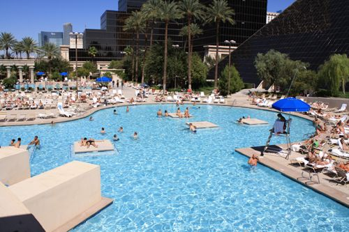 Las vegas hotel luxor hotel and casino swimming pool las vegas nevada pinterest luxor - Las vegas swimming pools ...