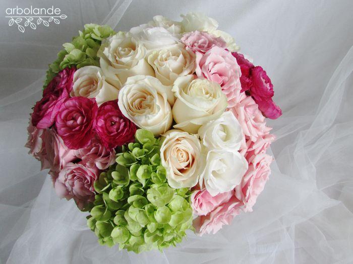 Arbolande: El ramo de Sara: un ramo de novia romántico. Ramo de hortensia, rosas, ranúnculos y lisianthus.