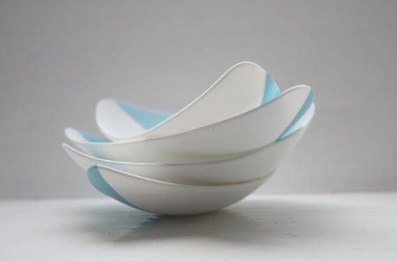 Stoneware fine bone china bowl with a touch of blue resembles a small boat. on Etsy, R$64,15