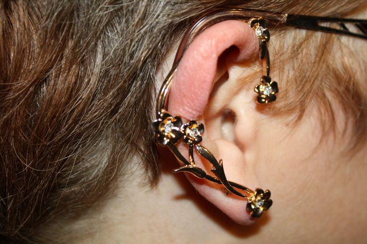Five Flower Ear Cuff #ear #earcuff #earring #gold #hugger #jewelry #jewels #piercing #pretty #yellow $8.00 www.ceesquared.ca