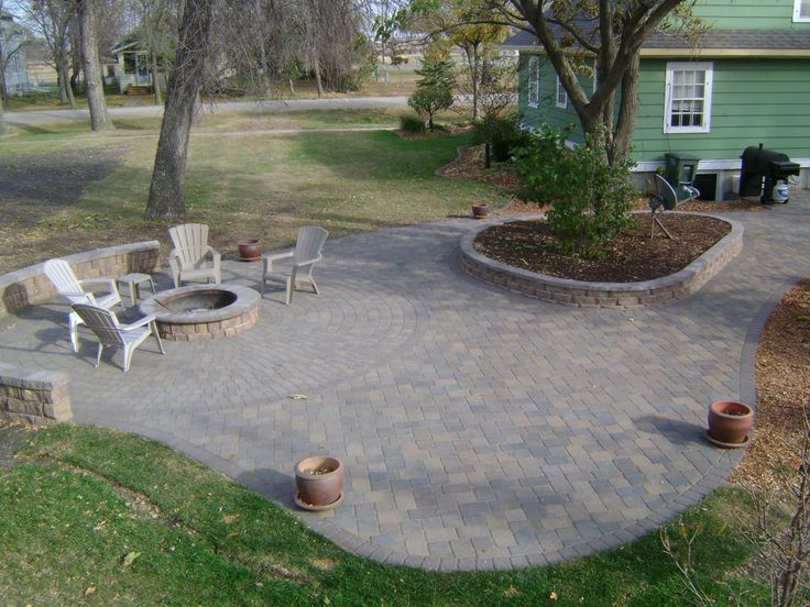 Superbe Custom Fire Pit On Large Patio With Seating Wall!