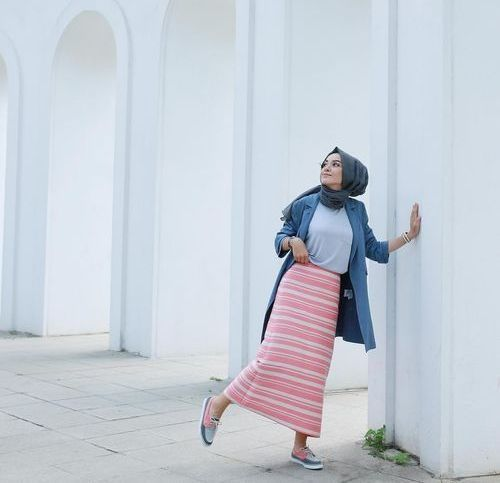 Coral striped pencil skirt with hijab-Hijab style 2017 – Just Trendy Girls