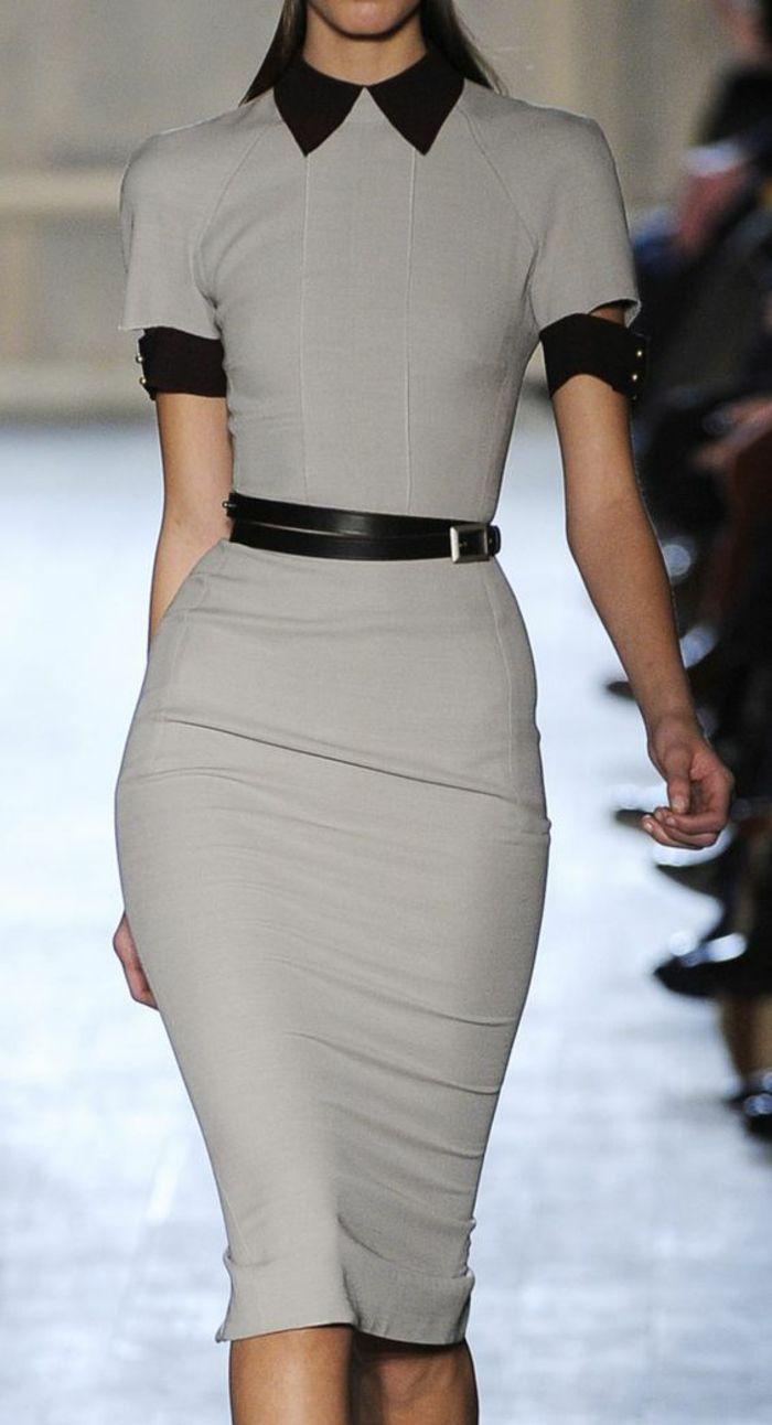 59134cf601b robe longue moulante en gris clair avec col et ourlets des manches en noir  avec ceinture noire fine
