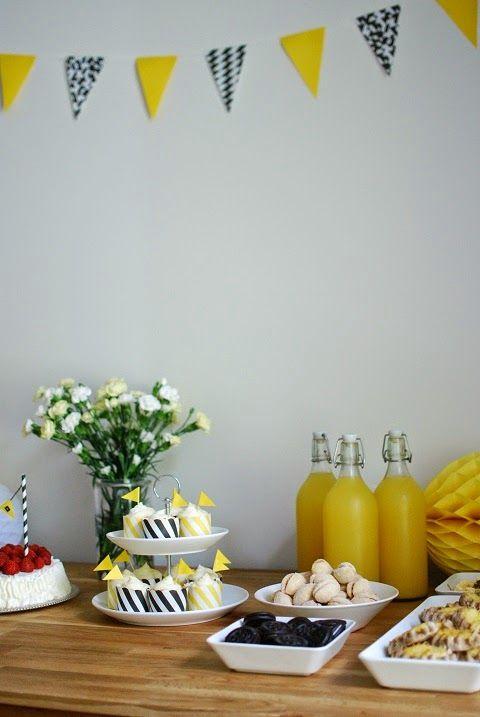 DecoDreamer's Diary: party decoration, flag, banner, yellow, black-and-white, juhlat, koristelu, lippu, banneri, viiri, keltainen, mustavalkoinen