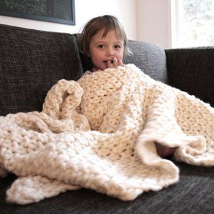 Another pinner wrote: Easy Blanket in moss stitch which i love. In large needles which i like to see. Marked as beginner which is definitely me ! Again from AllFreeKnitting.com