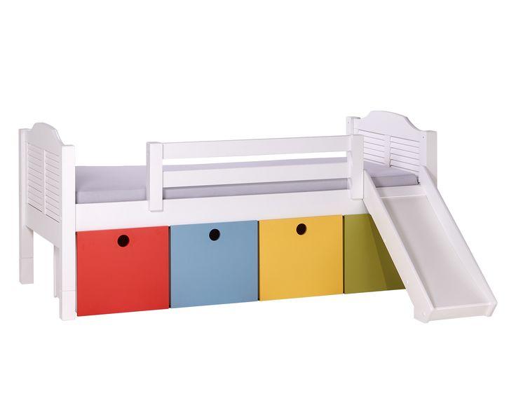 Que tal uma primeira cama Baixa com escorregador? As gavetas coloridas são ótimas para guardar brinquedos e organizar o quarto infantil. #camabaixa #camacomgavetas #camacomescorrega #primeiracama #crofths #caixasmultifuncionais