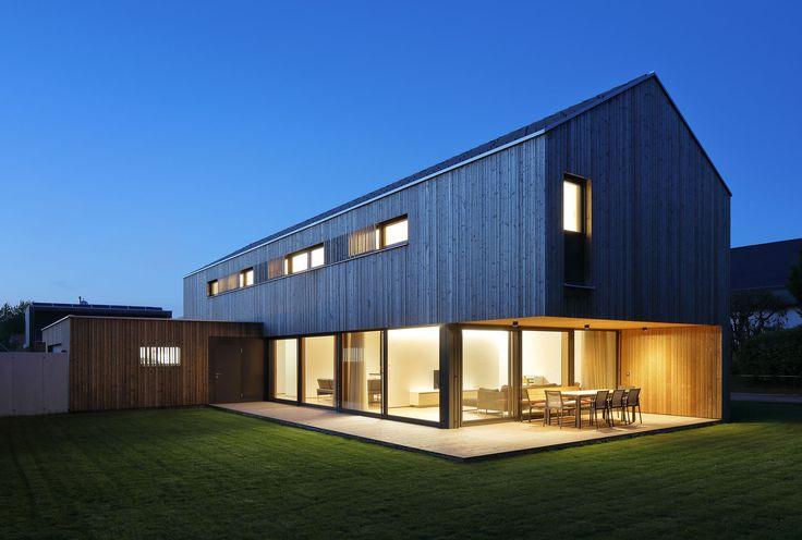 Um lugar de descanso no meio da vida cotidiana A arquitetura da casa foi habilmente …   – Architektur und Design