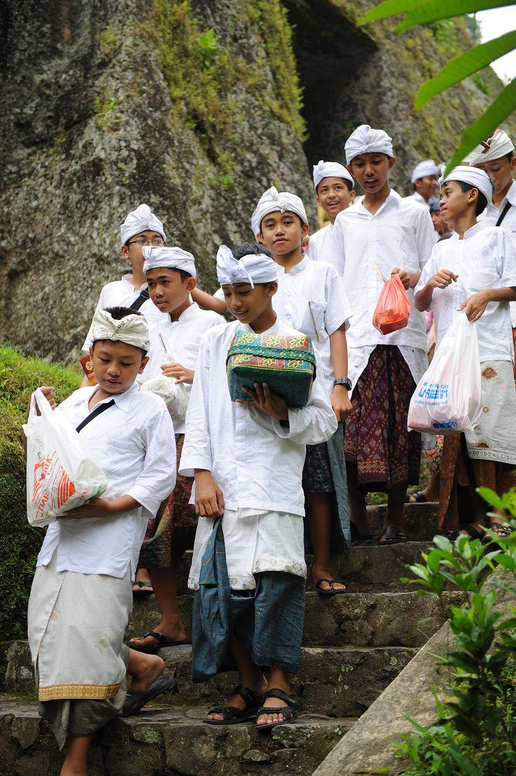 Väitetään, että Balilla on enemmän temppeleitä ja pyhättöjä kuin taloja. Totta tai ei, mutta paljon niitä ainakin on.  #bali #indonesia  http://www.exploras.net/salaperinen-bali