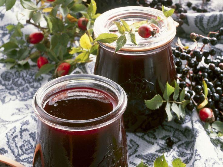 Holunder-Hagebutten-Marmelade - smarter - Zeit: 1 Std. 30 Min. | eatsmarter.de