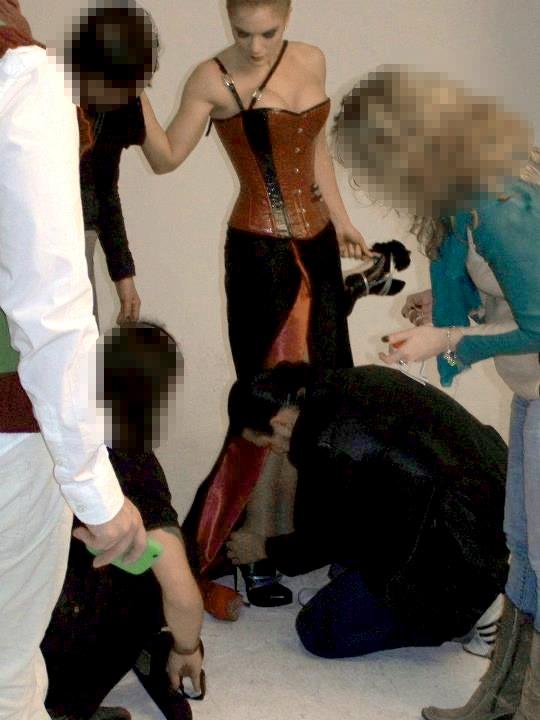 Nestor Grande junto a Beatriz Trapote durante el proceso de sesión de fotos.