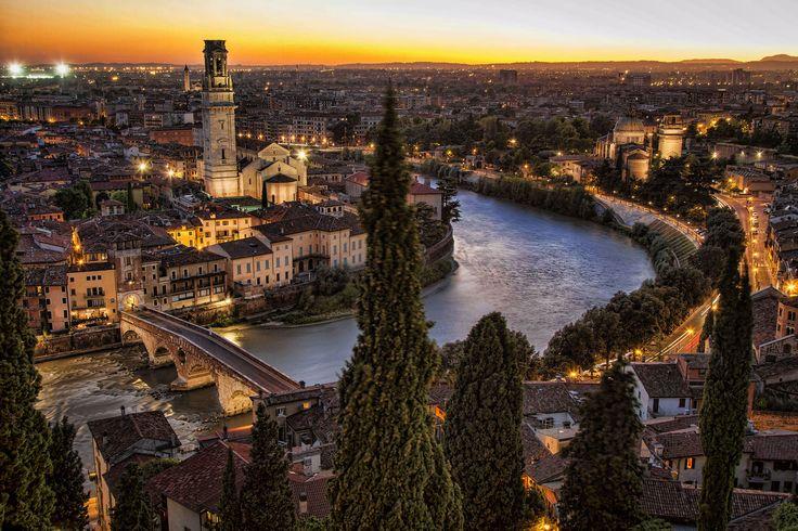 Una delle città italiane più belle ed affascinanti, da visitare assolutamente! #verona #italia #viaggi #vacanze #winter #christmasiscoming #luigimasciotta
