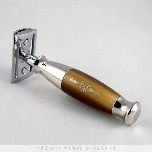 Elegancka tradycyjna maszynka do golenia Edwin Jaggera z rączką w kolorze imitującym jasny róg bawoli. Zamknięty grzebień. Każdy szczegół maszynki został dopracowany przez fachowców Edwin Jagger - precyzyjnie wykonany grzebień oraz solidna rączka sprawią, że codzienne golenie jest przyjemnością.