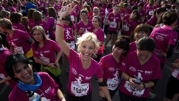 20.000 mujeres corren contra el cáncer en Barcelona - Red Social para Mujeres http://www.lavanguardia.com/local/barcelona/20131110/54393269950/mujeres-corren-cancer-barcelona.html