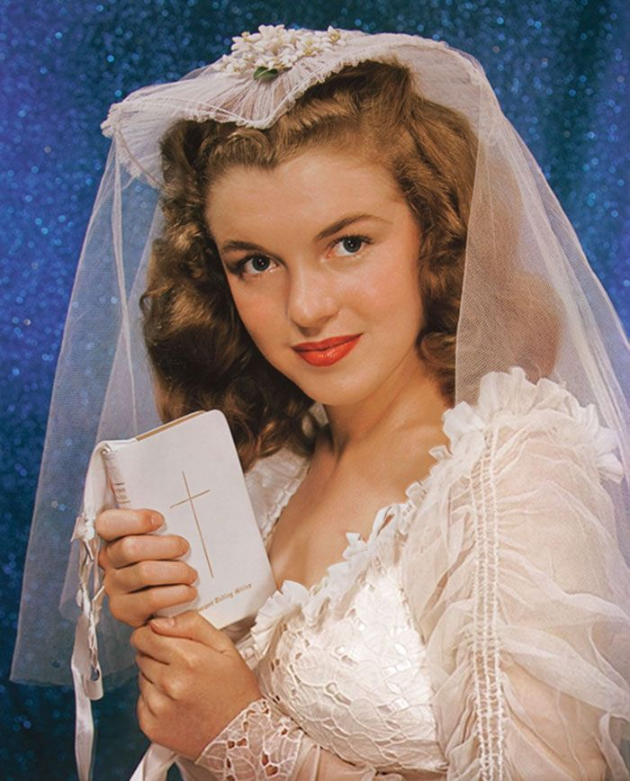 46 Rare Marilyn Monroe Photos Reveal Her Life Before She Was Famous | Bored Panda > Norma Jeane Dougherty, Bridal portrait, Age 16 (1942)