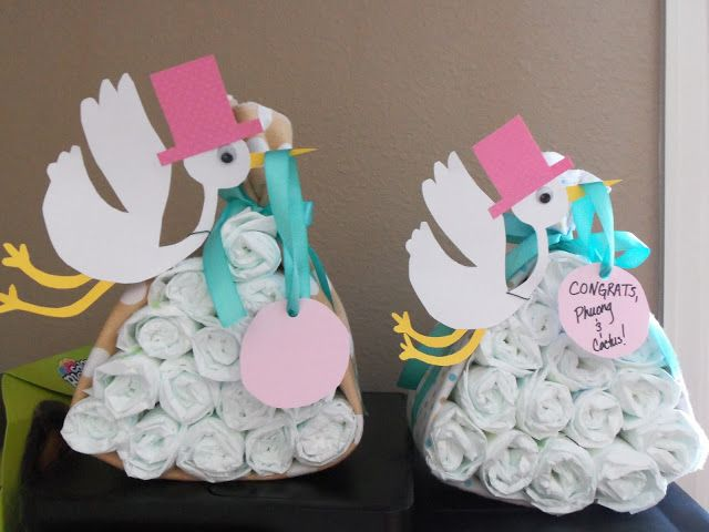 Tutorial: Stork Carrying a Package of Diapers. Cute for baby shower decorations!