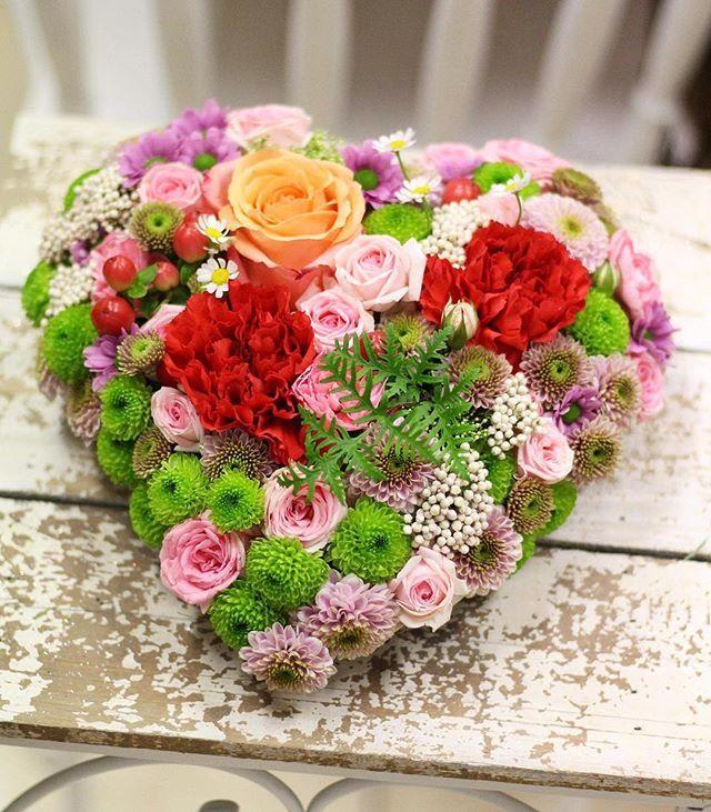 Už berieme objednávky na Valentína takéto srdiečko 29 - donášková služba v rámci Považskej Bystrice a blízkeho okolia 0907 883 245 #kvetysilvia #kvetinarstvo #love #valentinesday #valentineday #valentine #heart #flowers #florist #photoofday #arrangement #wood #rose #beauty