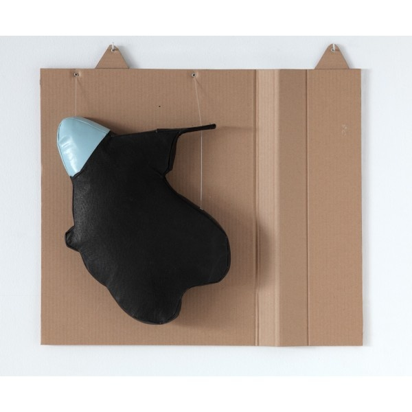 Ensamblaje. Serie Leatherscape. Ficha Técnica: sintético negro y cerdo flor cosido a máquina relleno de foam. Sujeto con hilo de pescar, alcayatas y cierres de aluminio sobre cartón craft . Medidas: 55 x 60 x 06 cm  Año: 2012 http://moolacool.com/es/219-juan-fuster-02-serie-leatherscape-ensamblaje.html