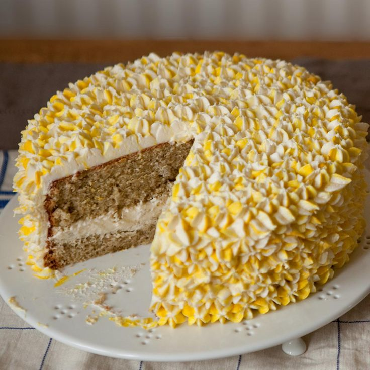 A floral tea cake with beautiful flavours and brilliant genoise sponges. Only on the Great British Bake Off.