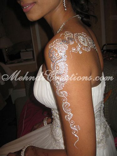 Silver bridal henna....  O M G.  utterly angelic!  And now I think I have a good idea on how I want my white ink angel wing back piece to be designed...