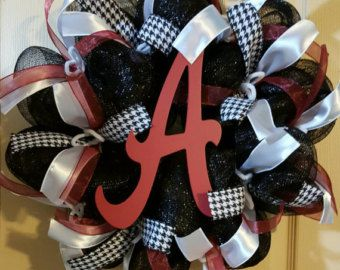 University of Alabama wreath, wire wreath base, deco mesh, ribbon & a wooden letter. Size is approximately 20in across. Other team wreaths available, just let me know which team you would like. All wreaths are handmade and may vary slightly from the picture. I also do other custom orders, check out my shop. If there is something you would like just message me with an idea. Thanks! W&E Farms