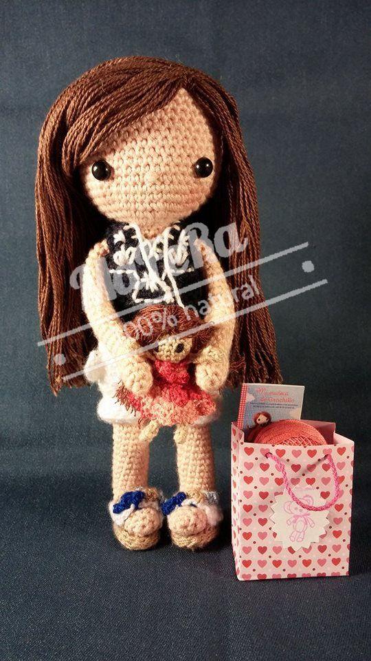 """Muñeca personalizada de crochet. 22cm basada en el libro """"Mi muñeca de ganchillo"""" de Isabelle Kessedjian"""
