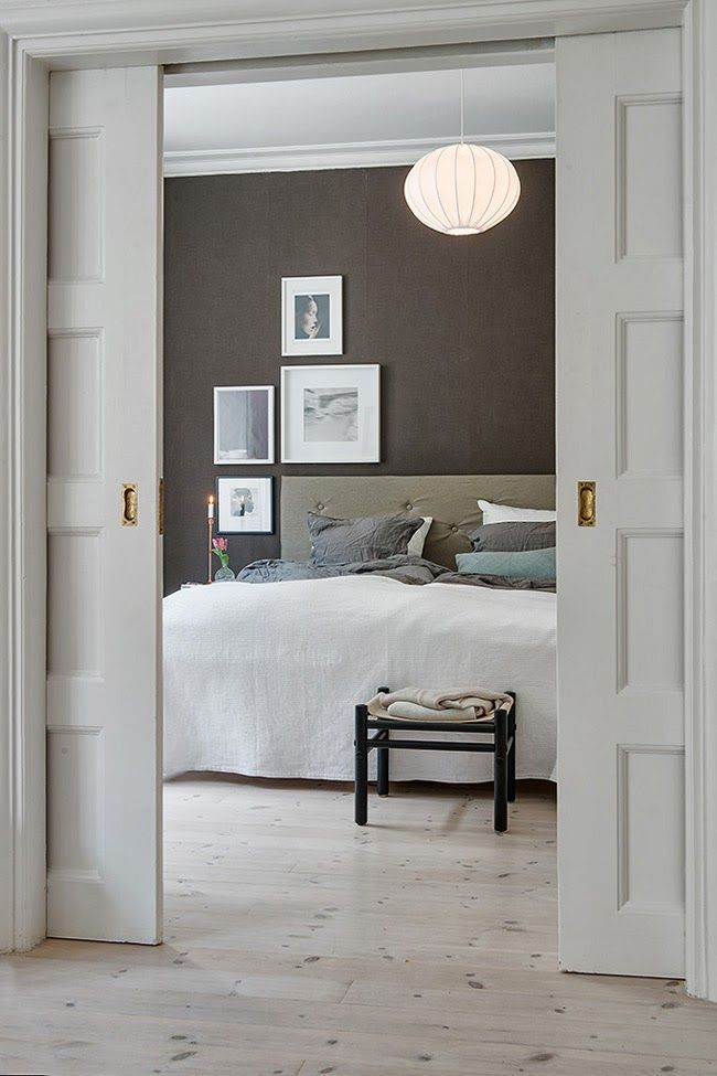 Best bedrooms of the Web chambres à coucher crisp and clean cosy Asymetric gallery wall #myIKEAbedroom selection of best bedrooms on #decokidsnco