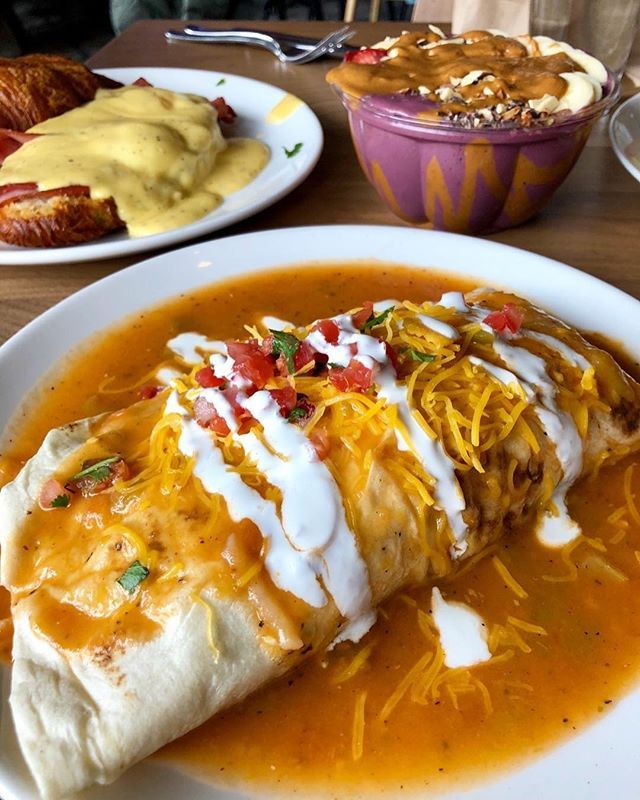 Did you know that our garlicky #greensriracha is a tasty sauce for Mexican food!? Try it on your next burrito! Check our bio to grab your #srirachagranada today! . Courtesy of @foodnom  Smothered breakfast burrito . . #srirachaoneverything #srirachalover #srirachasauce #spicysauce  #eathealthybehealthy #hotsauceoneverything #hotsauces #healthysauce #burritolove #burritotime #burritolife #burritoloco #burritogaintrain #mexicanfoods #mexicanfoodlover #freshmex #mexicofood #chipsanddip…