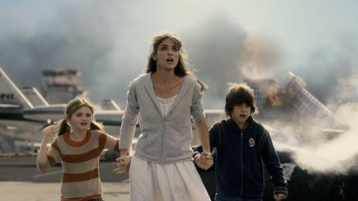 Amanda Peet, Liam James and Morgan Lily, 2012 (2009)