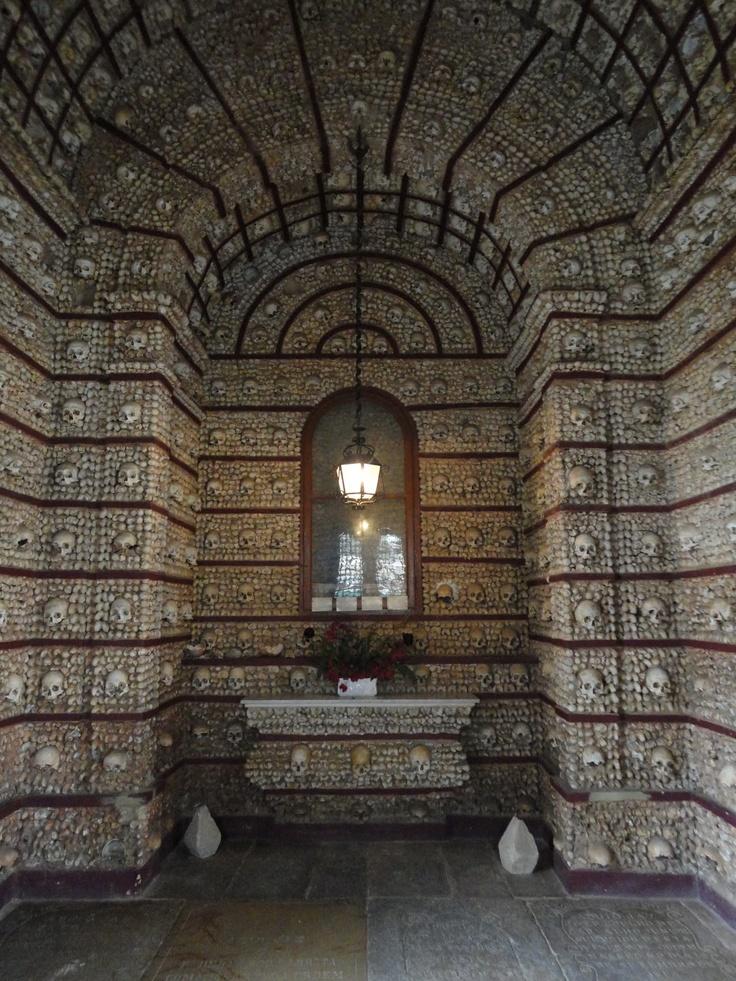 """The Church of Bone """"Capela dos Ossos"""" - Evora, Portugal    """"Nós ossos que aqui estamos pelos vossos esperamos"""""""