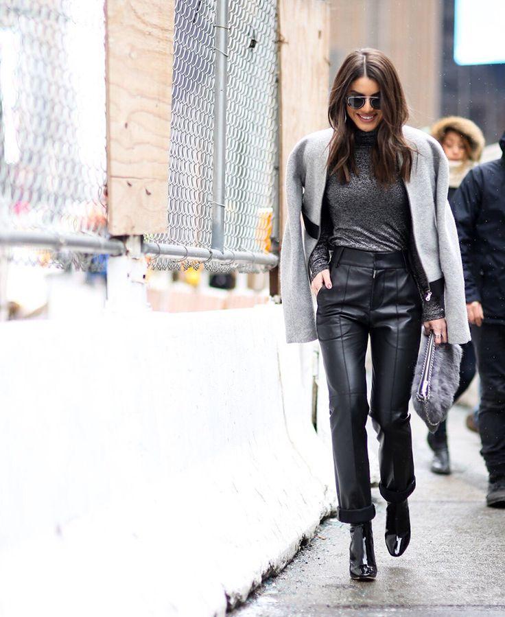 Camila Coelho / Look inteiro: Gloria Coelho | Bota: Dior | Bolsa: Carol Bassi | Óculos: Dior