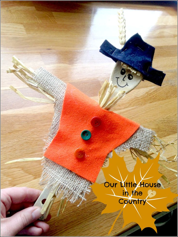 Scarecrow Wooden Spoon Puppets - Autumn / Fall Crafts for Kids - Our Little House in the Country
