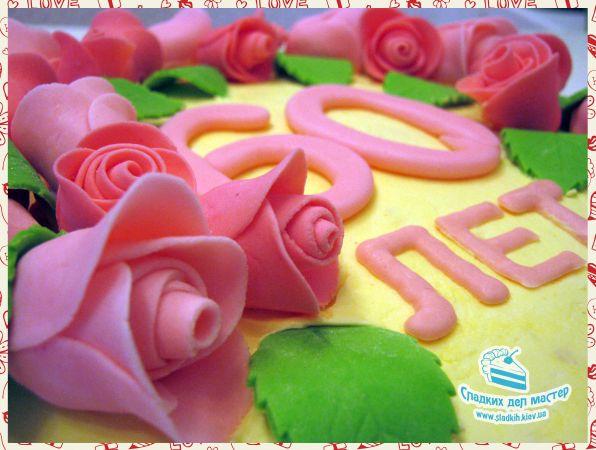 Торт «Карамельно-Орехово-Лимонный» Чудесный, питательный «Карамельно-Лимонно-Ореховый» торт отлично подойдет к юбилею или ко дню рождения, украсит ваш праздник и сделает его вкусным. Дробленые орехи в карамели сочетаются здесь с бисквитными лимонными коржами и нежным сливочным кремом. Кондитерская «Сладких Дел Мастер» рекомендует этот торт любителям утонченных, не переслащенных, кондитерских изделий.