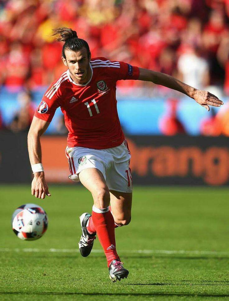 Gareth Bale con Gales                                                                                                                                                                                 More