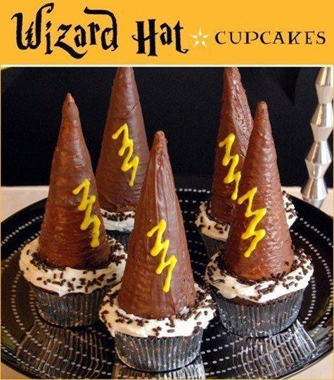 Otra idea de magdalenas: usa conos para que parezcan sombreros de magos. | 31 Formas de organizar la mejor fiesta de cumpleaños con tema de Harry Potter