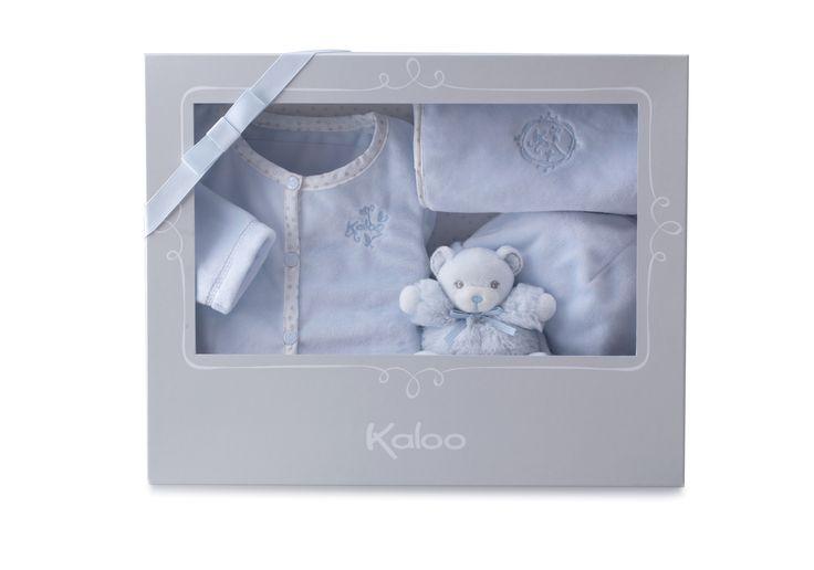 Cadeau de naissance Kaloo comprenant : - un mini Patapouf bleu - un pyjama bleu - un bavoir bleu - un bonnet bleu.