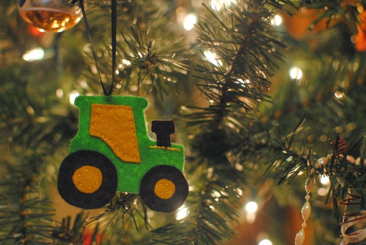 Sailboats and Circle Skirts: Felt Tractor Ornament - Free Pattern