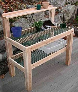 Potting table - met gaas om potgrond door te laten vallen. Mss opvangbak eronder.