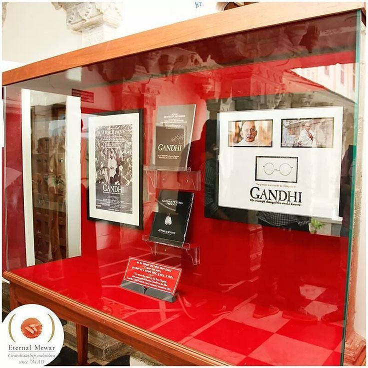 The iconic Gandhi glasses worn by sir Ben Kingsley as Mohandas Karamchand Gandhi in the Oscar-winning film 'Gandhi' was presented to Shriji Arvind Singh Mewar which is now at The City Palace Museum Udaipur. #MMCF #Udaipur
