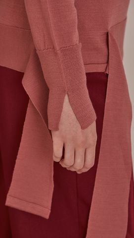 Féte Sweater in Pink. Crewneck long sleeved lightweight knit. Self wrap tie on… 코트 디테일