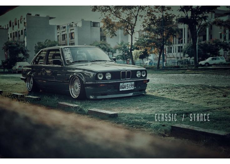 Happy international left-handers Day💃  #lefthandersday  #classicbmw  #stancebmw  #e30  #bmwe30  #airlift  #airliftperformance