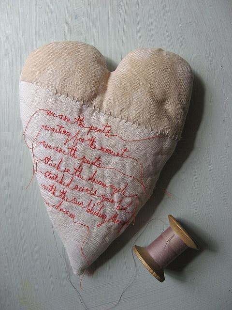 cojín con carta de amor cosida manualidad para san valentín #manualidades #amor #diy #corazones