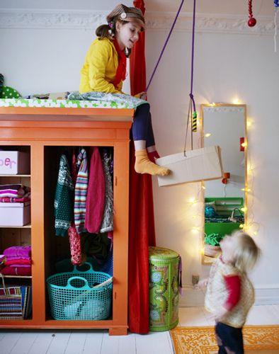 un armario debajo de la cama / kids closet stash bed / loft bed