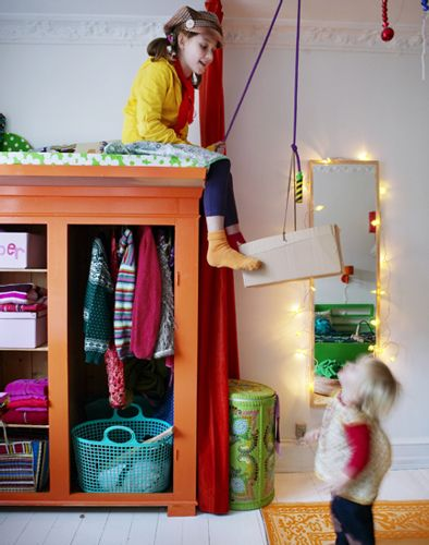 I love the pulley system idea! kids closet stash bed / loft