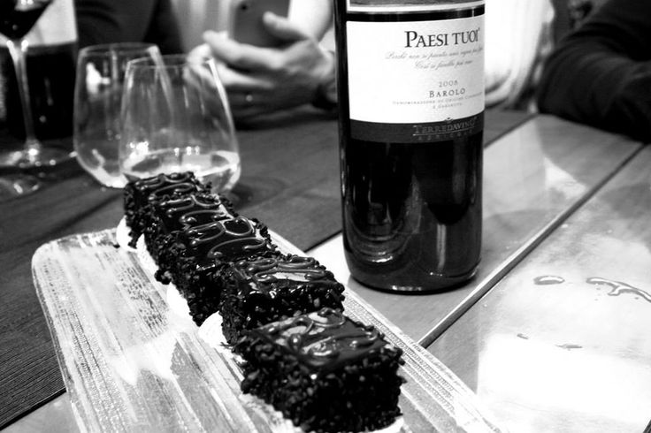 Mini sacher al #cioccolato della Venchi c/o Relais Cuba Chocolat @venchi1878   - #SocialFoodeWine #Cuneo #Piemonte #Cioccolato - ph. C. Pellerino